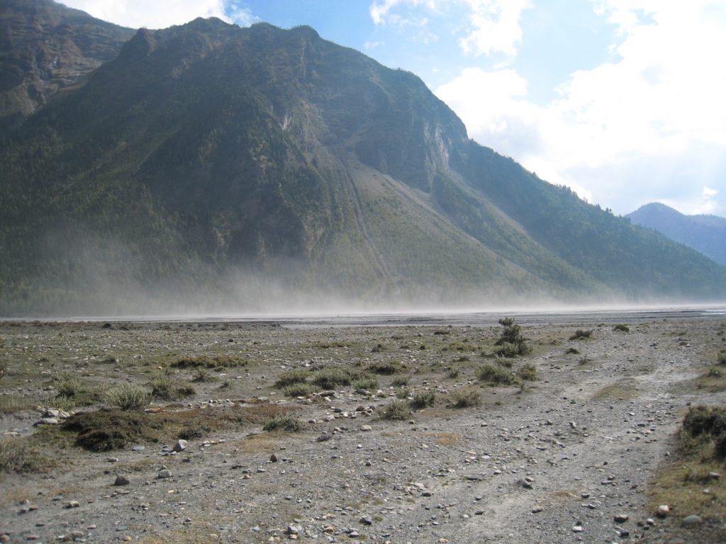 風が吹き砂塵が舞う 2007 ジョムソン・トレッキング