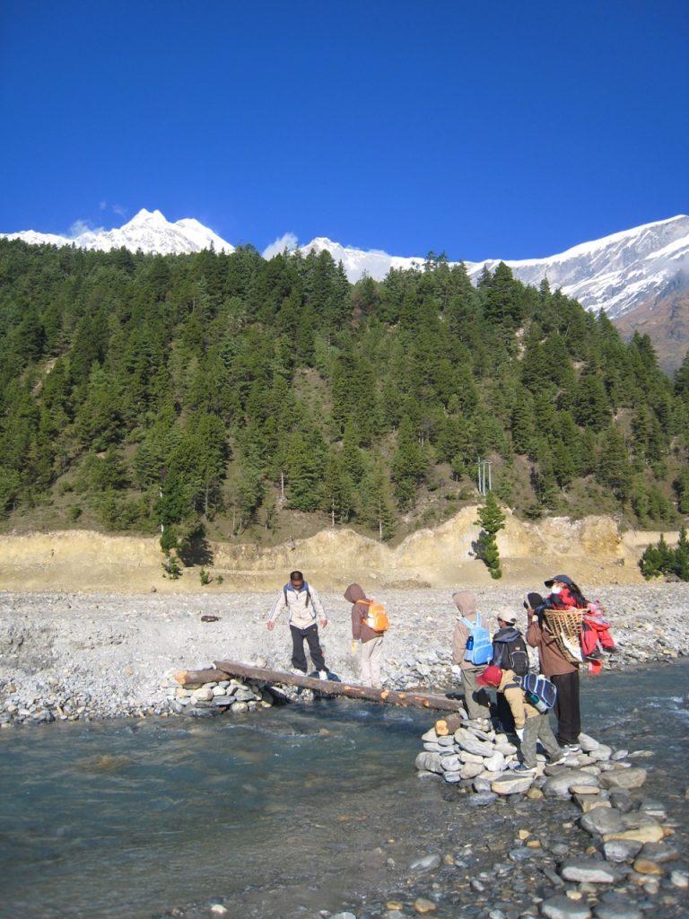 川を渡る 2007 ジョムソン・トレッキング