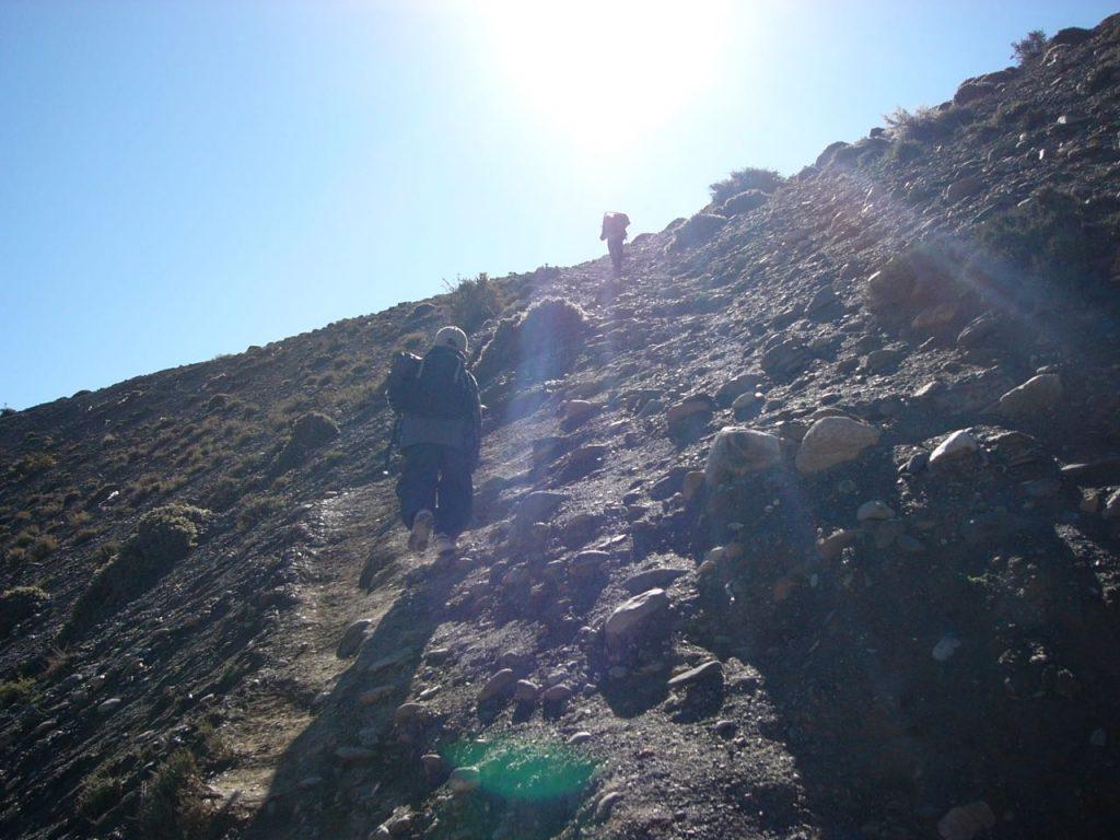 酸素が薄いのでゆっくりと登る 2007 ジョムソン・トレッキング