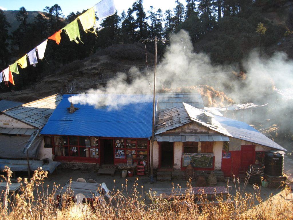 ストーブの煙がではじめた 2007/08 デウラリ・トレッキング
