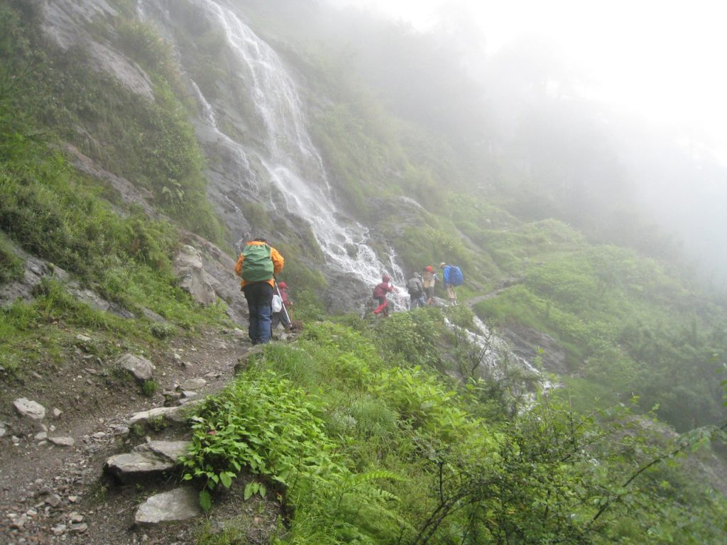 滝を越える 2008 ランタン・トレッキング