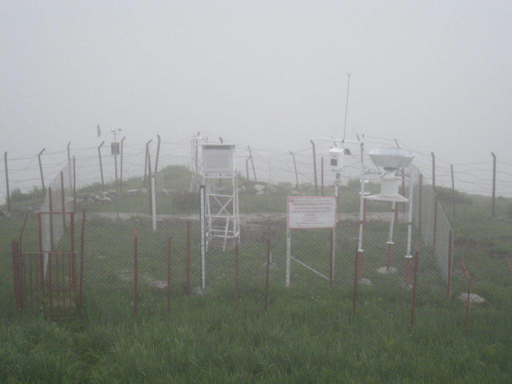 水文気象局が設置した観測装置 2008 ランタン・トレッキング