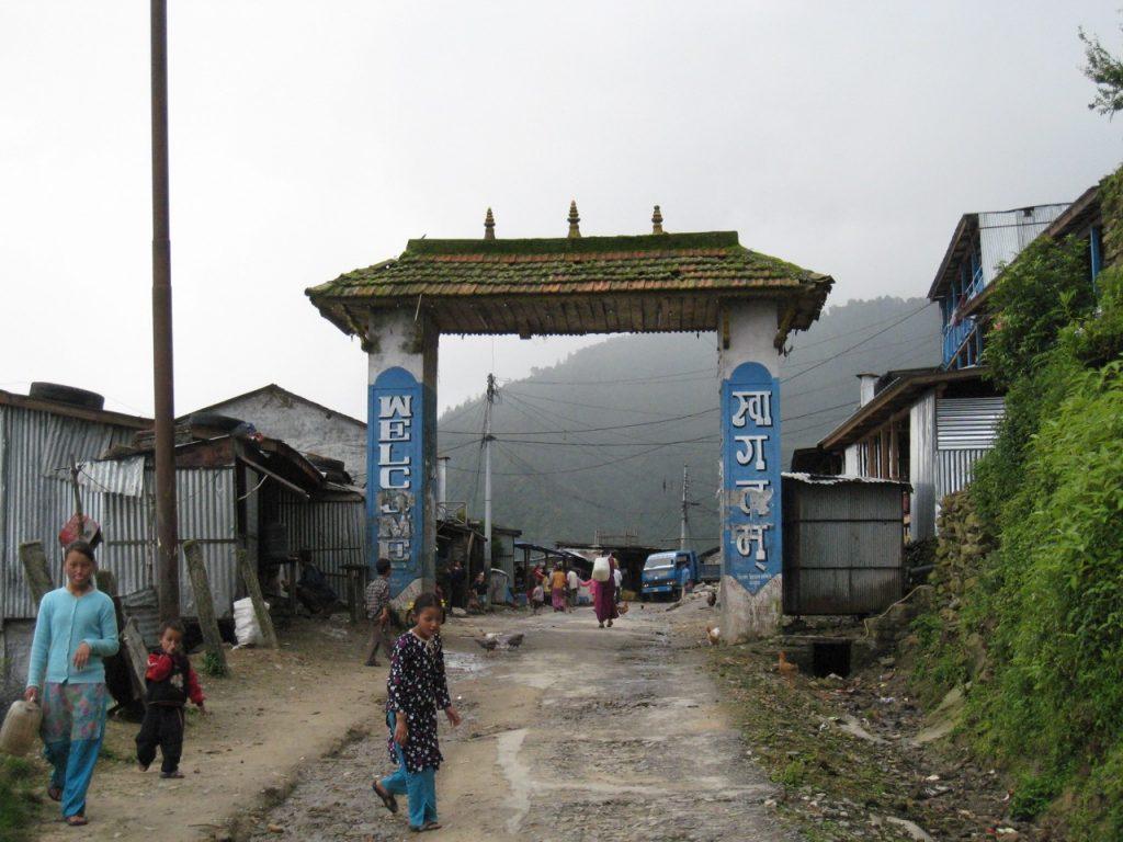 ドゥンチェのゲート 2008 ランタン・トレッキング