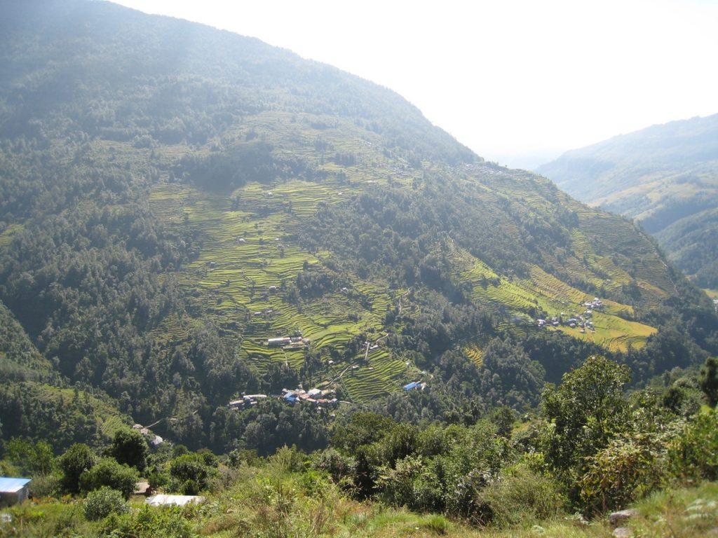 左側がティルケドゥンガ、右側がヒレの集落 2008 アンナプルナ・ベースキャンプ・トレッキング