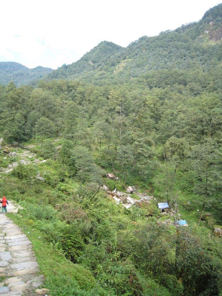 ガンダルクの先、水車小屋が集まっている 2008 アンナプルナ・ベースキャンプ・トレッキング