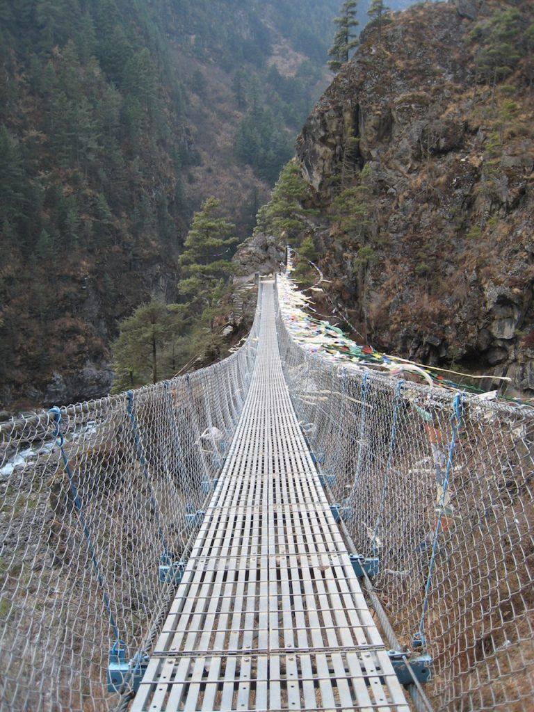 吊り橋を渡るとナムチェ・バザールへの上りが始まる 2009 ナムチェ・バザール・トレッキング