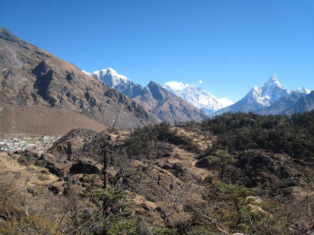クムジュンとエベレスト 2009 ナムチェ・バザール・トレッキング