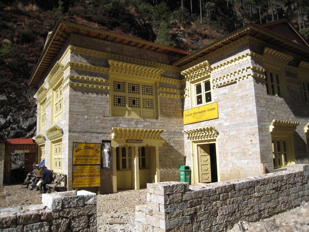 モンジョの国立公園事務所 2009 ナムチェ・バザール・トレッキング