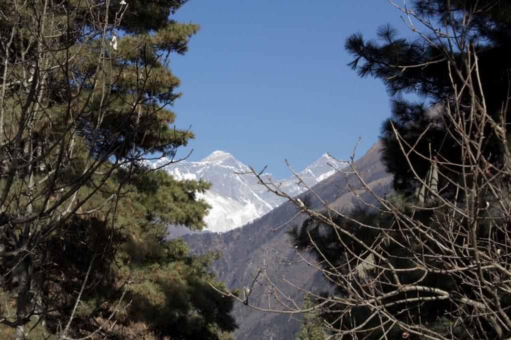 坂の途中の休憩ポイントからエベレストを望む 2010/11 ナムチェ・バザール・トレッキング