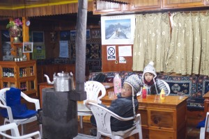 宿のリビング 2010/11 ナムチェ・バザール・トレッキング