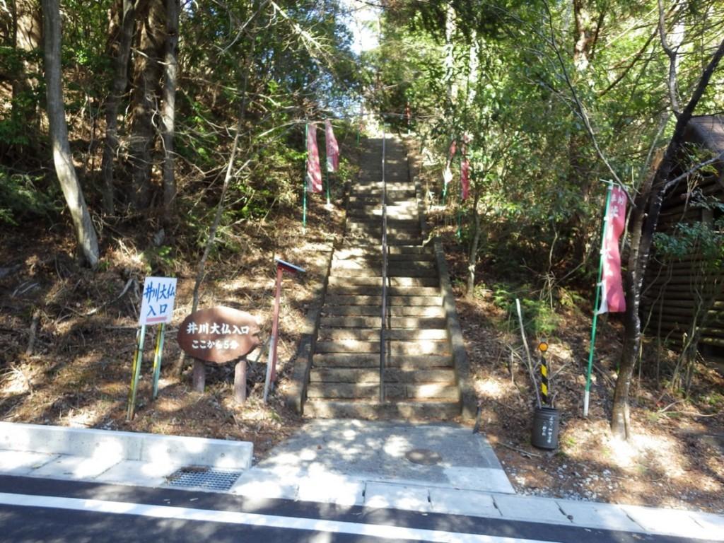 歩いて5分との看板であきらめた井川大仏の入り口 (2015BRM328井川300km)