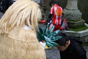 福王神社の天狗様にお祓いいただく 2015 第3回天狗坂上がり