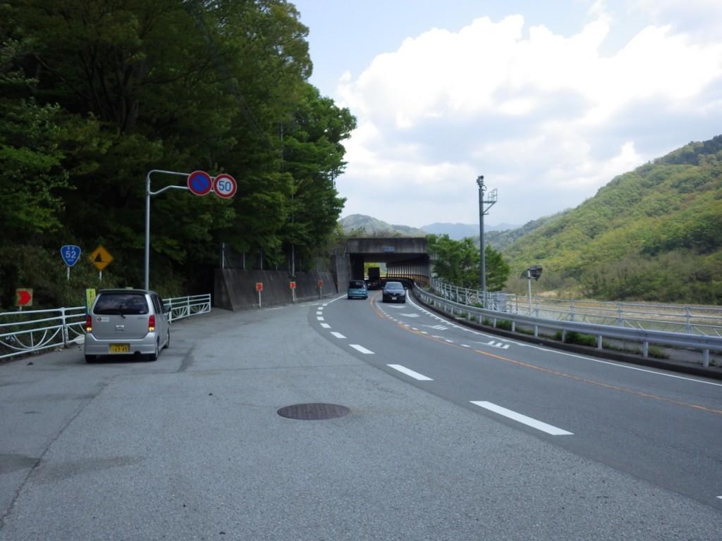 国道52号線のロックシェード。大型車が多いと怖い (2015BRM425神奈川400興津)