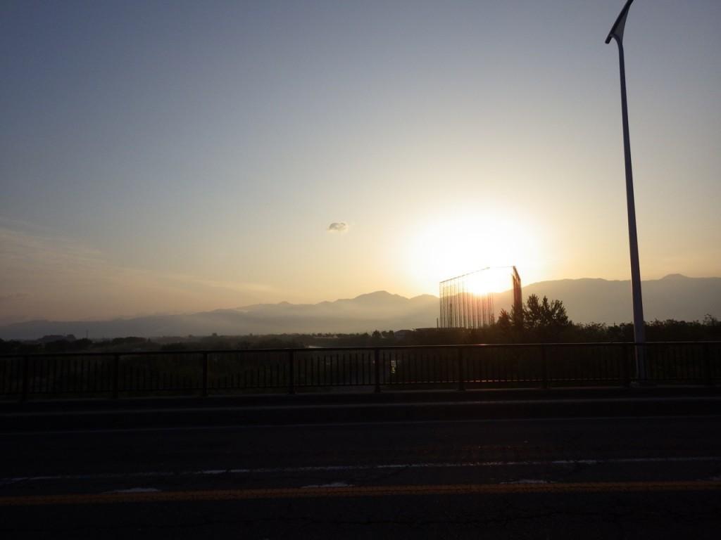 日の出を浴びながら進む (2015BRM509神奈川600興津)