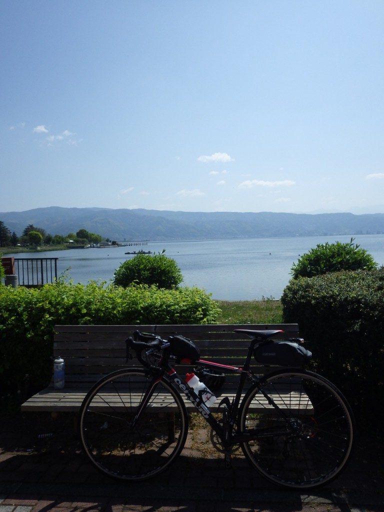 諏訪湖畔の公園で休憩 (2015BRM509神奈川600興津)