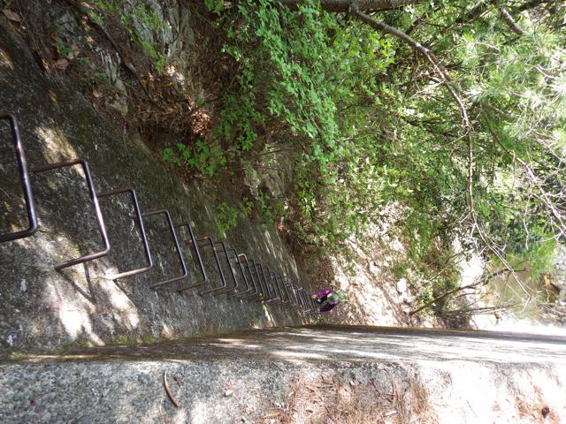 堰堤を鉄はしごで越える 2014年5月4日