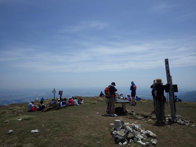 賑わう山頂 2014年5月4日
