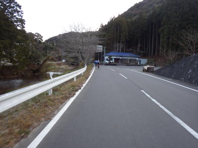 最初の丘陵区間へ BRM104静岡200km (2015年1月4日)