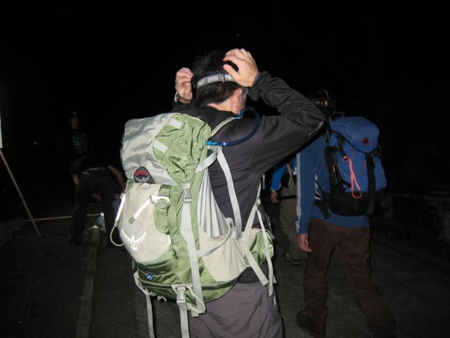 ヘッドライトを装着 富士登山 2011年7月11日