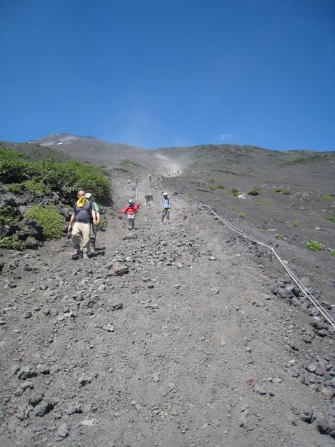 砂走りを駆け下る 富士登山 2011年7月11日