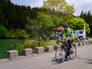 医王山SPを発つ (主催者提供写真) 2014 BRM510近畿300丸岡