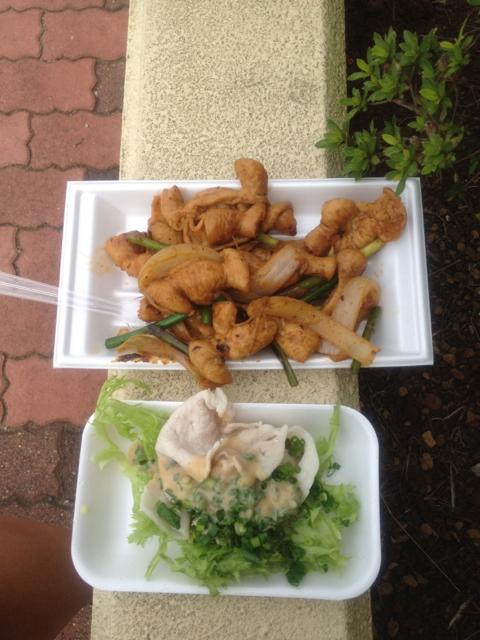 エイドで名物の豚肉が振舞われる 2012 ツール・ド・ちば 1日目