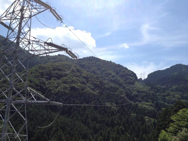 五僧峠を越える送電線 2013年7月21日