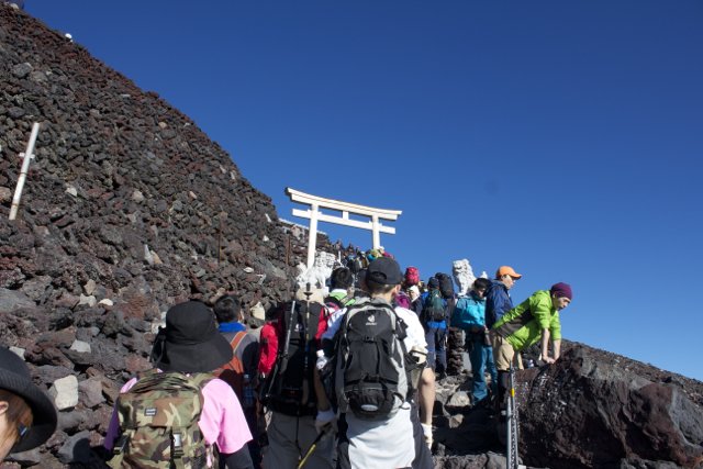 ようやく頂上へ 富士登山 2011年7月11日