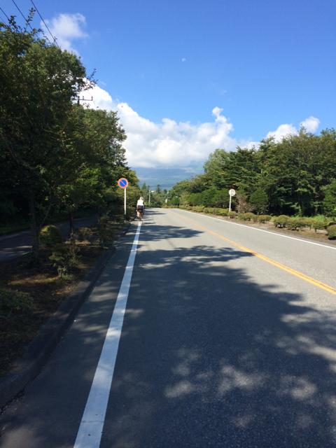 籠坂峠に向けて緩い上り坂を進む BRM914神奈川400km (2014年9月14日)