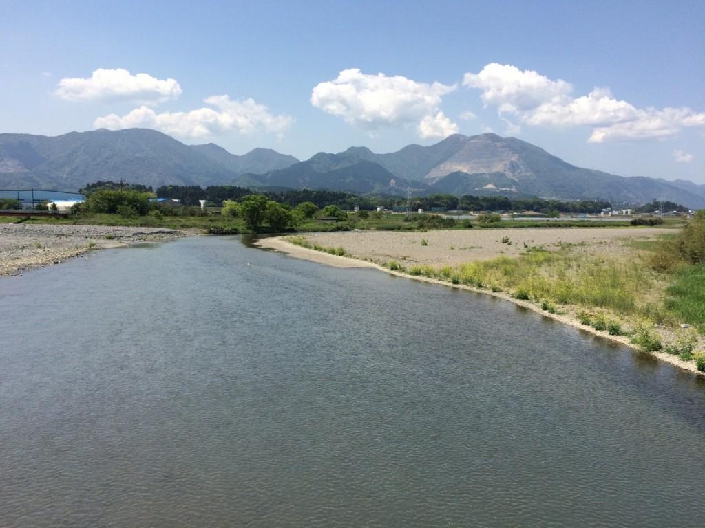 いなべ市北勢町麻生田の天王橋から見た藤原岳 2015年5月5日