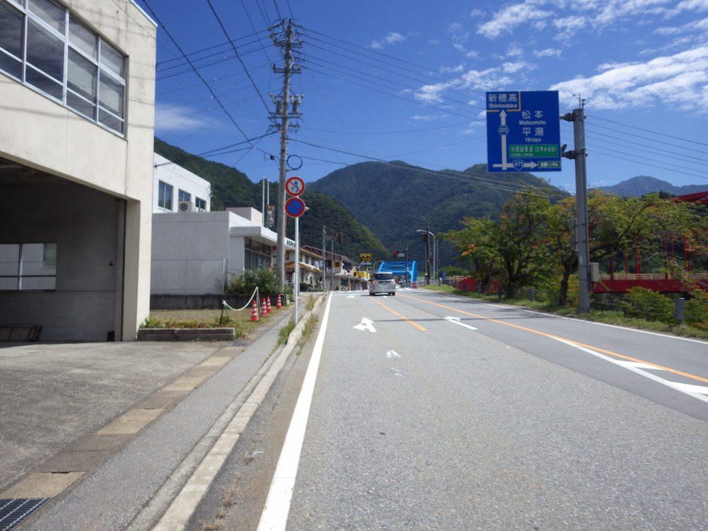 栃尾で右折し登り坂が始まる 2015BRM912近畿400金沢