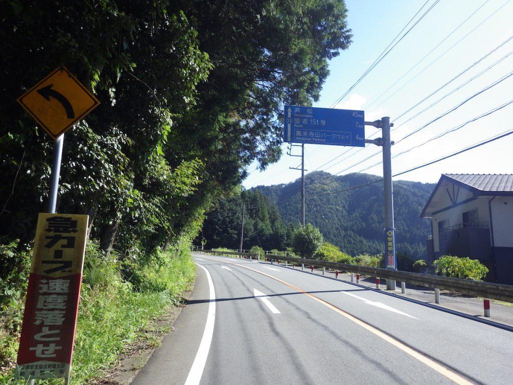 鳳来寺山の麓を進む 2015 BRM1003静岡200