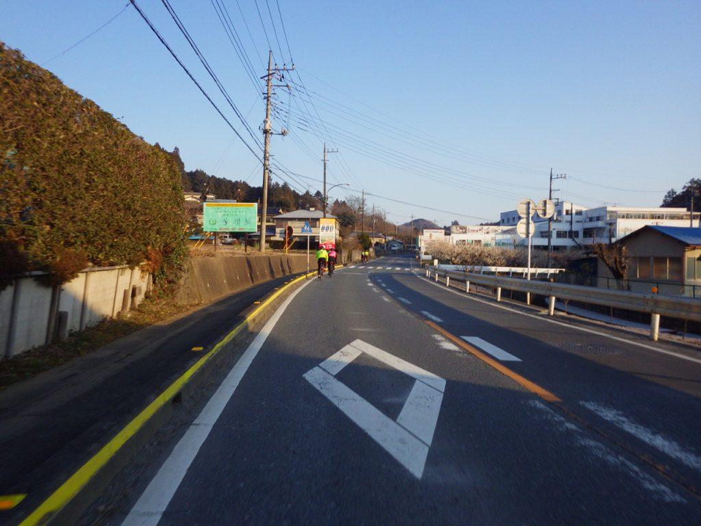 朝の道を北上する