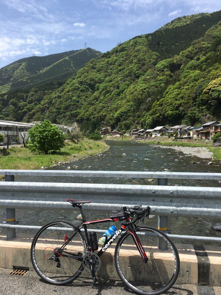 春日村の粕川まで降りてきた