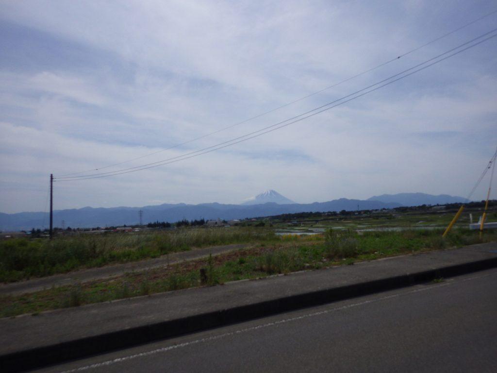 富士山を背に受けて進む