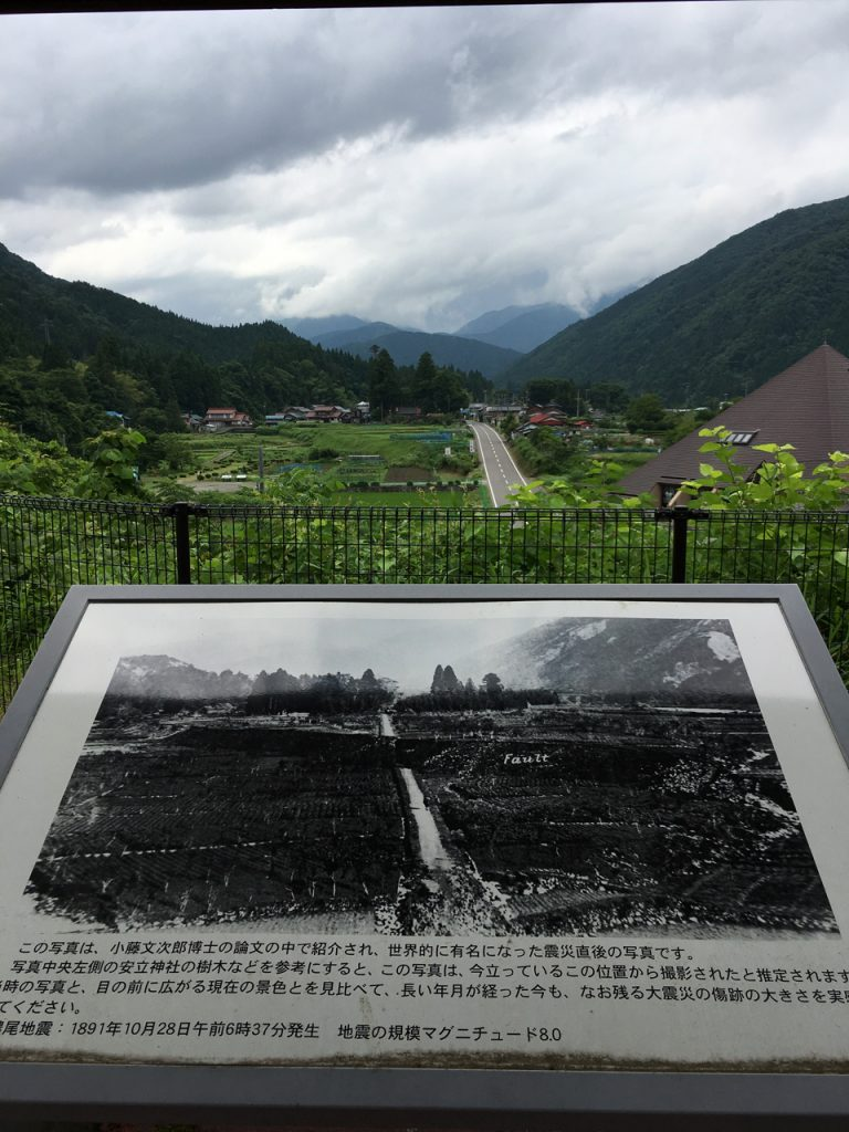 根尾谷断層展望台からの眺め(前日撮影)