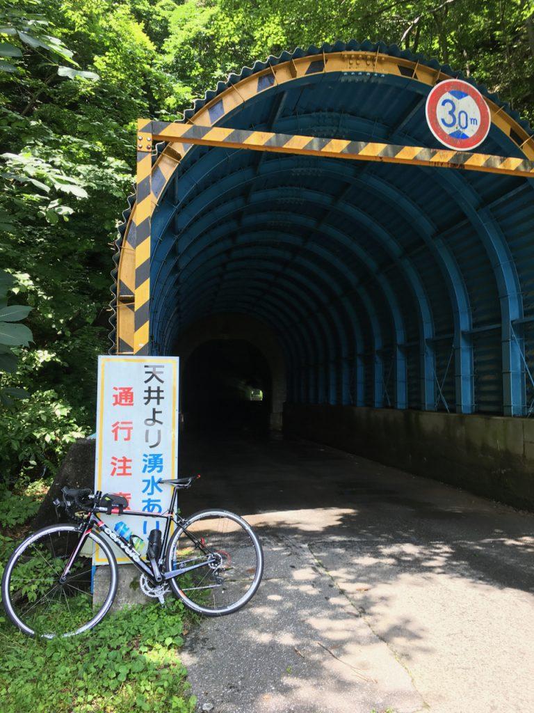 馬坂峠のトンネルに着いた