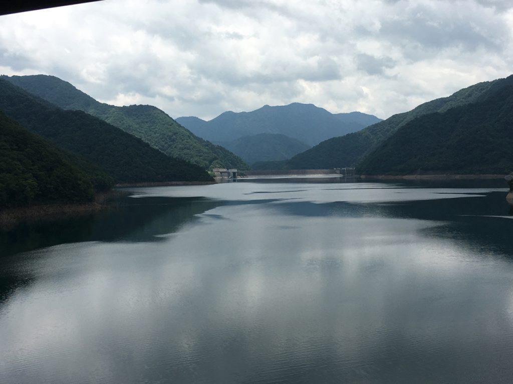 徳山ダムに下りてきた