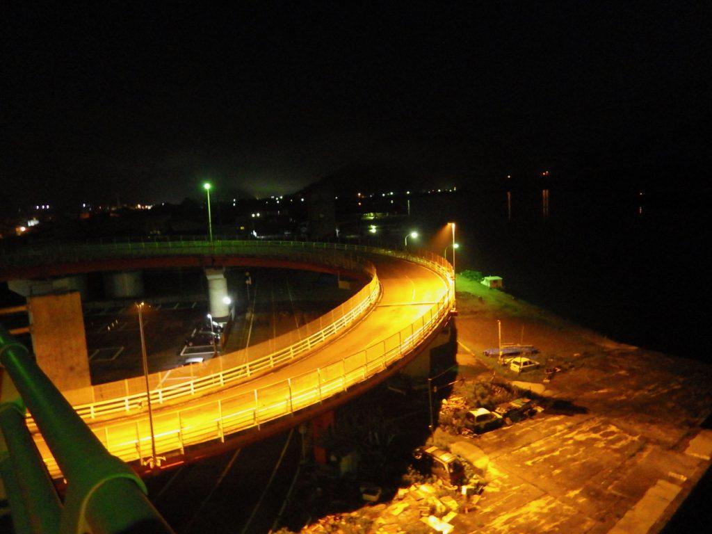 紀伊長島のループ橋を渡る