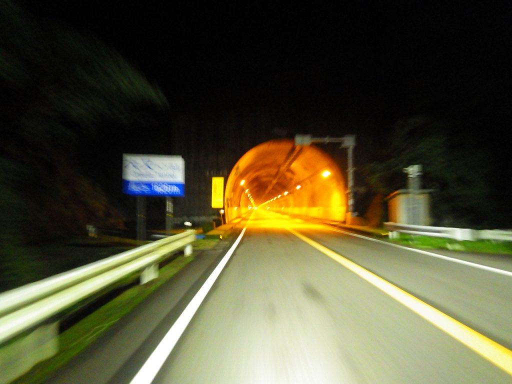 大又トンネルを進む