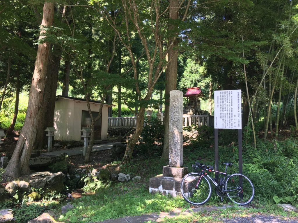 坂内川上の夜叉龍神社