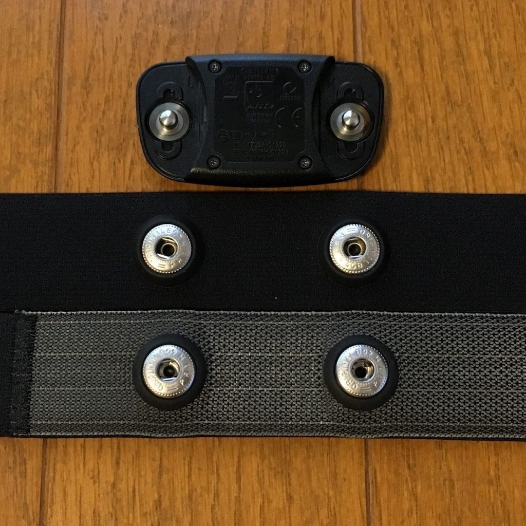上がセンサー本体、中がキャットアイ製ベルト、下がガーミン純正ベルト