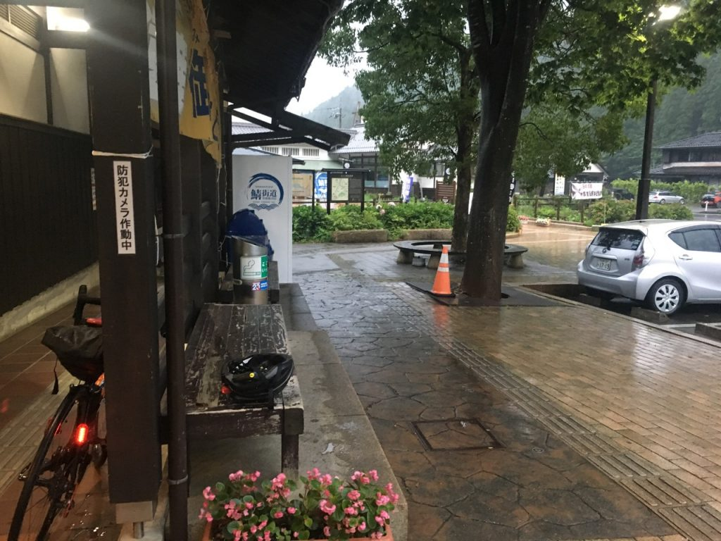 熊川宿で雨宿り休憩