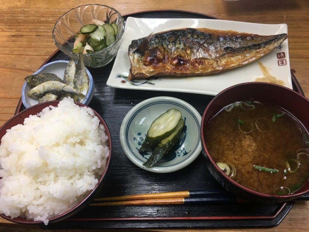 朝6時に開店する五右衛門の焼き鯖定食1200円